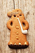 A gingerbread man with a pip