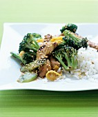 Chicken stir-fry with broccoli and lemon