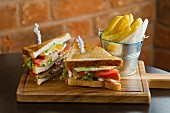 Club sandwiches with chips