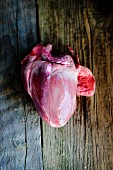 A fresh pig's heart on a wooden board