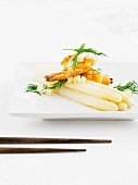 White asparagus with prawns