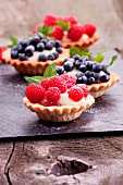 Tartlets with raspberries, blueberries and pudding