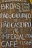 Angebotstafel eines Restaurants (Portugal)