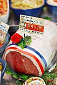 Charolais-Rindfleisch in Verkaufstheke