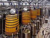 Gärtanks in der Nederburg Weinkellerei (Paarl, Western Cape, Südafrika)