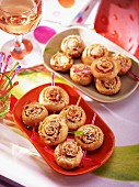 Puff pastry whirls with cured ham