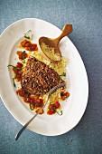 Thunfischschnitzel in würziger Panade mit Harissasauce