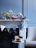 kaufen sie bilder zum thema beistelltisch. Black Bedroom Furniture Sets. Home Design Ideas