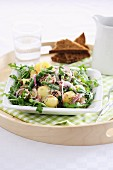 Potato salad with rocket and red onions
