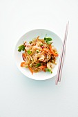 Glass noodle salad with prawns and vegetables (Asia)