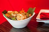 Vegetable salad with king prawns (Asia)