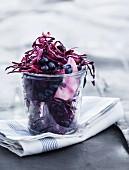 Rotkohlsalat mit Blaubeeren