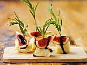 Cheese canapés with figs