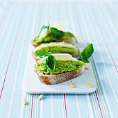 Crostini with pea pesto