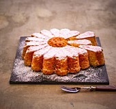 Margeritenkuchen (almond cake) with icing sugar