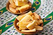 Mandioca frita (Gebratene Yucca-Wurzel, Brasilien)