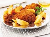 Hähnchenkeulen mit scharfer Panade & Kartoffelspalten