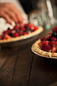 Berry pie with vanilla cream