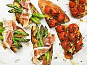 Bruschetta with cherry tomatoes, asparagus and parma ham