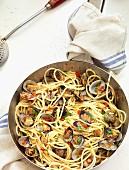 Spaghetti alle vongole (spaghetti with Venus clams, Italy)