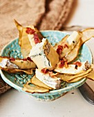 Pear crisps with blue cheese and bacon