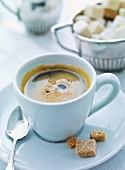 Kaffee und Zuckerwürfel