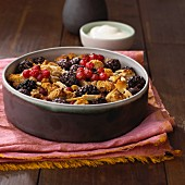 Berry crumble with creamy yogurt