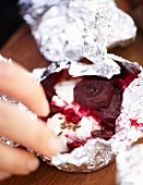 Grilled beetroot in aluminium foil for an autumnal picnic