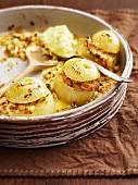 Gefüllte Zwiebeln mit Käse und Schinken