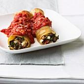 Mangold-Pilz-Cannelloni mit Tomatensauce