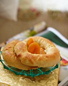 Bagels with dried apricots for an autumnal breakfast