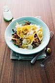 Kürbis-Tortellini mit Pilzen und Parmesan