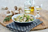 Mie noodles with mushrooms, rocket and cheese