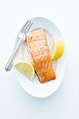 Salmon steak with lemon