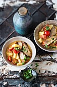 Duck curry with tomatoes