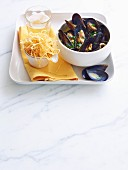 Mussels with potatoes straw