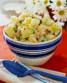 Kartoffelsalat mit Staudensellerie und Eierdressing