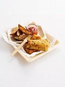 Knusprig panierter Fisch mit Potatoe Wegdes