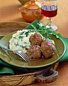 Meatballs with mashed potatoes and parsley
