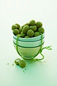 Green tea pralines: white chocolate balls covered in green tea powder