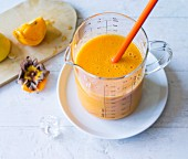 A persimmon and carrots smoothie