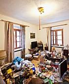Vermülltes Wohnzimmer