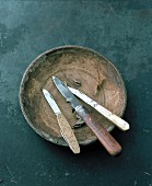 Three knives in a bowl