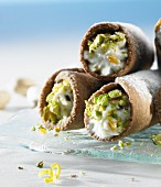 Sweet cannelloni filled with ricotta cream and pistachios