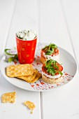 Cheesecake with goat's cream cheese, tomatoes and crackers