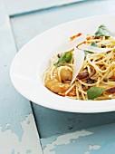 Spaghetti mit Garnelen und Parmesan