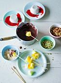 Ernährung bei ADHS: Panna-Cotta & Schokofondue mit Fruchtspiesschen