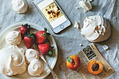 Meringue with apricots and strawberries