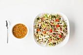 Thailändischer Gemüsesalat mit Knoblauchsauce