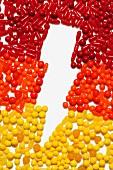 Blitzsymbol mit bunten Bonbons erstellt